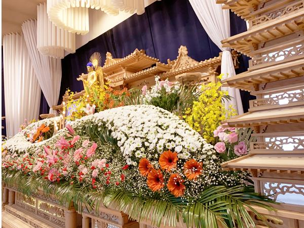 ありま斎場は大規模な葬儀から家族まで、様々なご要望に確実にお応えします。